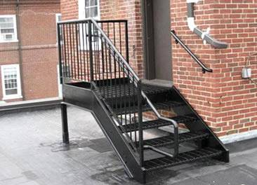 Carbon steel grating stair tread is installed out of the door.
