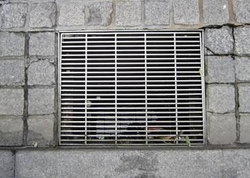 Close mesh drainage trench box grate is installed on the road.