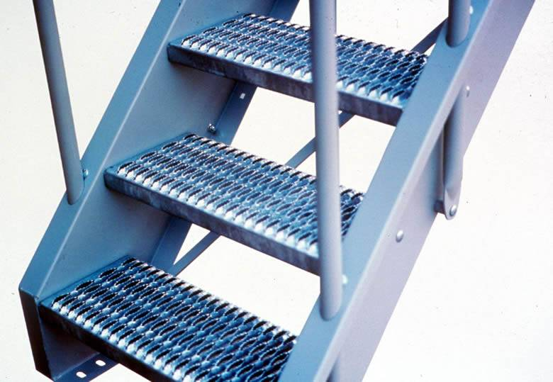 Three diamond safety gratings are installed on the metal frame.